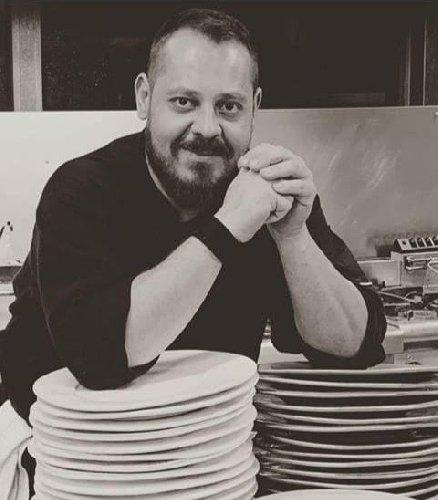 https://www.ragusanews.com//immagini_articoli/18-10-2020/giuseppe-petrolo-lo-chef-che-ha-lasciato-montecarlo-per-modica-500.jpg