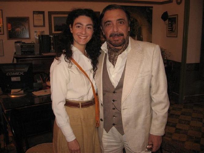 https://www.ragusanews.com//immagini_articoli/18-11-2011/evelyn-fama-e-il-morir-di-fama-al-teatro-donnafugata-500.jpg