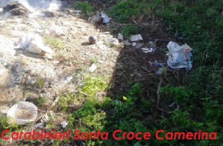http://www.ragusanews.com//immagini_articoli/18-11-2014/bruciavano-rifiuti-denunciati-500.jpg