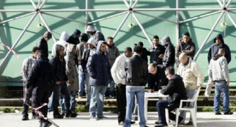 http://www.ragusanews.com//immagini_articoli/18-11-2015/migranti-msf-a-pozzallo-condizioni-inaccettabili-500.jpg