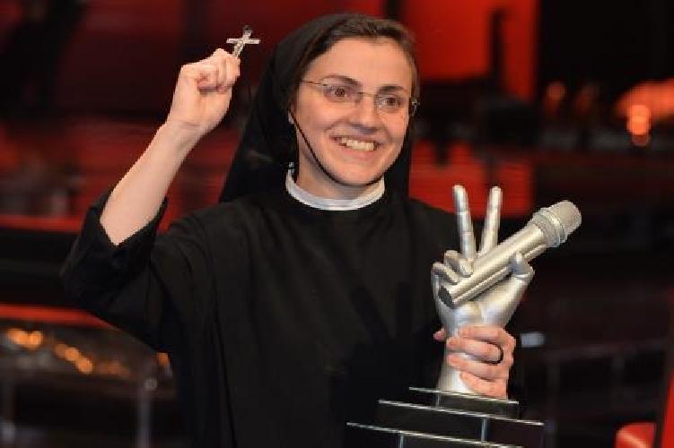 http://www.ragusanews.com//immagini_articoli/18-11-2015/suor-cristina-vado-in-teatro-e-faccio-sister-act-500.jpg