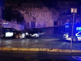 https://www.ragusanews.com//immagini_articoli/18-11-2018/modica-incidente-ferita-17enne-240.jpg