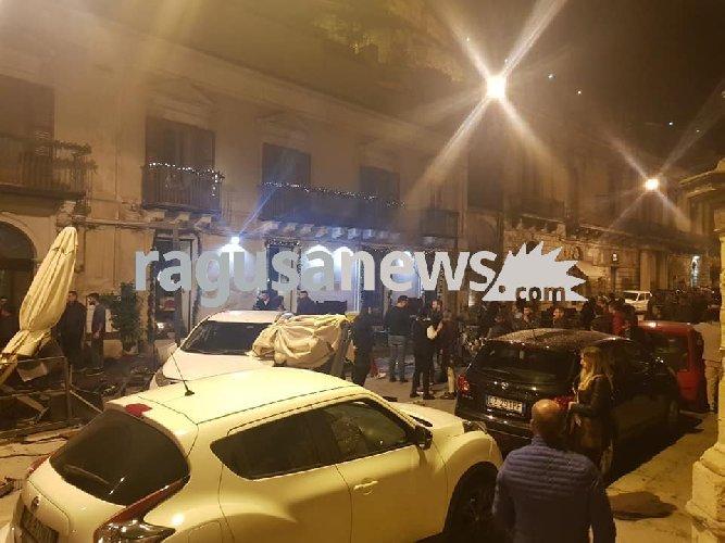 https://www.ragusanews.com//immagini_articoli/18-11-2018/pauroso-incidente-corso-modica-500.jpg