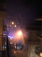https://www.ragusanews.com//immagini_articoli/18-11-2019/auto-a-fuoco-in-un-garage-per-autocombustione-a-pozzallo-240.jpg