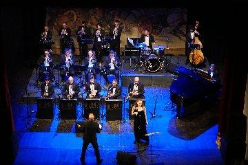 https://www.ragusanews.com//immagini_articoli/18-11-2019/piace-jazz-e-swing-al-pubblico-di-modica-240.jpg
