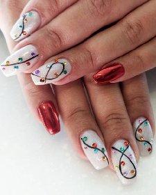 https://www.ragusanews.com//immagini_articoli/18-11-2020/1605732395-unghie-natalizie-2020-i-colori-e-le-decorazioni-per-avere-mani-perfette-3-280.jpg
