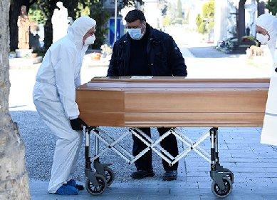 https://www.ragusanews.com//immagini_articoli/18-11-2020/covid-in-italia-un-morto-ogni-due-minuti-280.jpg