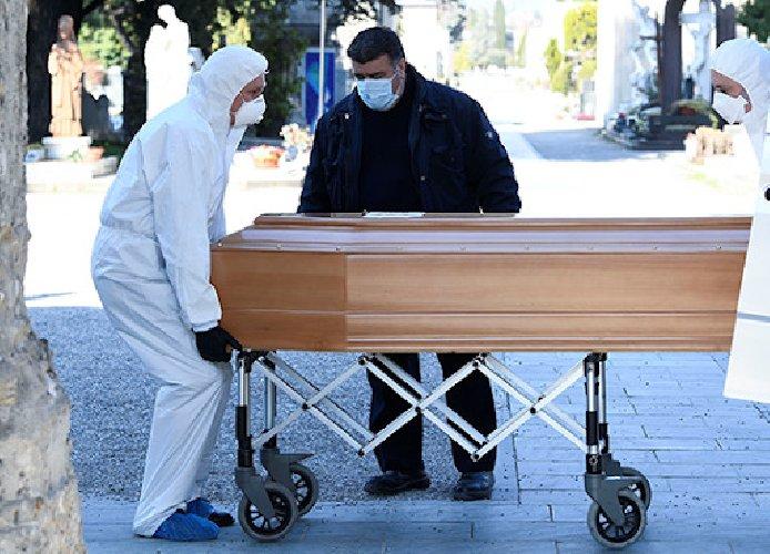 https://www.ragusanews.com//immagini_articoli/18-11-2020/covid-in-italia-un-morto-ogni-due-minuti-500.jpg