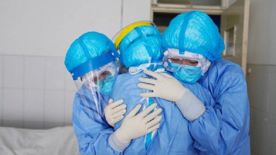 https://www.ragusanews.com//immagini_articoli/18-11-2020/noi-infermieri-senza-volto-nei-reparti-della-pandemia-500.jpg