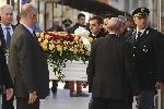 http://www.ragusanews.com//immagini_articoli/18-12-2014/funerali-loris-vescovo-solo-un-folle-puo-aver-ucciso-100.jpg