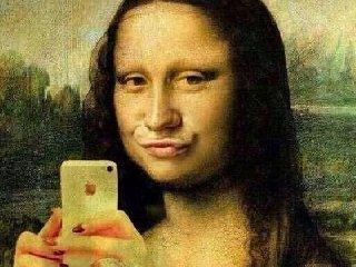 http://www.ragusanews.com//immagini_articoli/18-12-2017/selfite-vero-disturbo-personalita-240.jpg