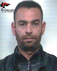 http://www.ragusanews.com//immagini_articoli/18-12-2017/vittoria-droga-piazza-manin-arrestato-algerino-240.jpg