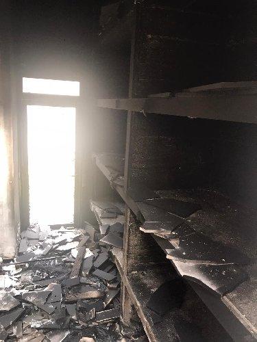 https://www.ragusanews.com//immagini_articoli/18-12-2019/incendio-al-cimitero-di-comiso-500.jpg