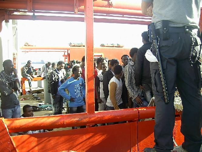 http://www.ragusanews.com//immagini_articoli/19-01-2014/migranti-decine-in-sciopero-della-fame-a-pozzallo-500.jpg