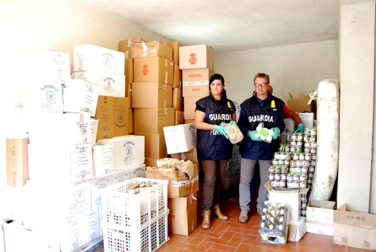 http://www.ragusanews.com//immagini_articoli/19-01-2016/indagini-su-alimenti-guasti-un-plauso-alla-finanza-500.jpg