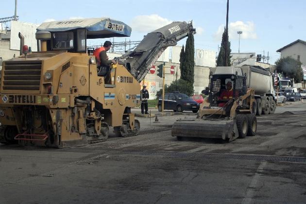 https://www.ragusanews.com//immagini_articoli/19-01-2017/vittoria-finanziamenti-lavori-manutenzione-stradale-420.jpg
