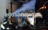 http://www.ragusanews.com//immagini_articoli/19-01-2017/vittoria-incendiati-cinque-camion-azienda-autotrasporti-100.jpg
