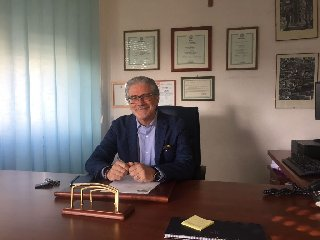 http://www.ragusanews.com//immagini_articoli/19-01-2018/dottor-pasquale-granata-direttore-distretto-sanitario-ragusa-240.jpg