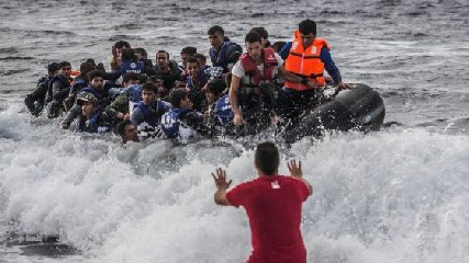 http://www.ragusanews.com//immagini_articoli/19-01-2018/pozzallo-sbarco-migranti-anche-cadavere-neonato-mesi-240.jpg