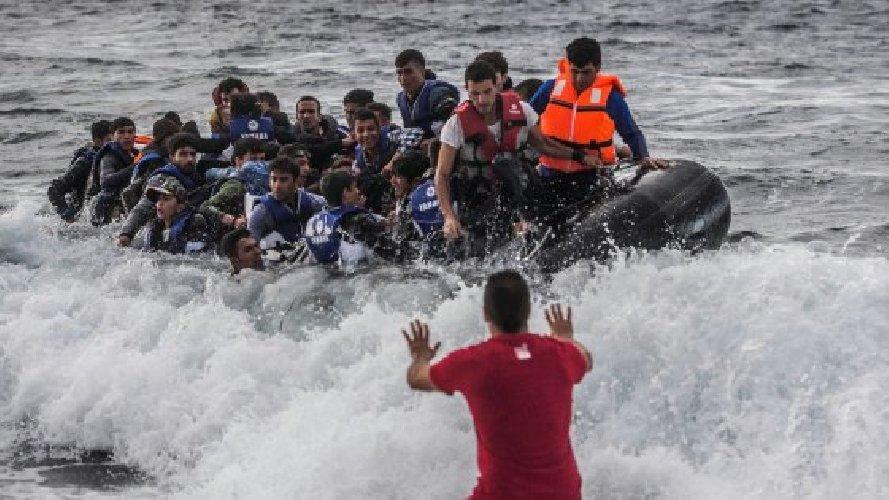 Pozzallo, arrivati 356 migranti e tre cadaveri