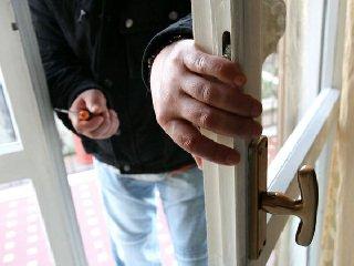 http://www.ragusanews.com//immagini_articoli/19-01-2018/scoglitti-tentati-furti-residenze-estive-240.jpg