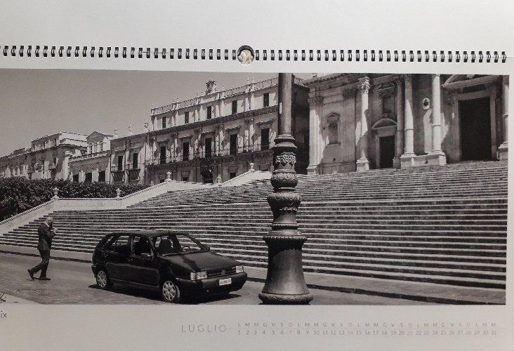 https://www.ragusanews.com//immagini_articoli/19-01-2019/1547908592-calendario-sicilia-moderna-contemporanea-1-500.jpg