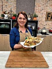 https://www.ragusanews.com//immagini_articoli/19-01-2020/1579433439-due-chiacchiere-in-cucina-con-sonia-peronaci-1-240.jpg