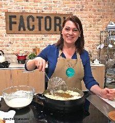 https://www.ragusanews.com//immagini_articoli/19-01-2020/due-chiacchiere-in-cucina-con-sonia-peronaci-240.jpg