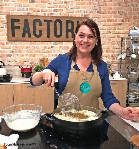 https://www.ragusanews.com//immagini_articoli/19-01-2020/due-chiacchiere-in-cucina-con-sonia-peronaci-500.jpg