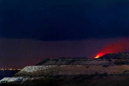 https://www.ragusanews.com//immagini_articoli/19-01-2021/1611044470-l-eruzione-etna-si-e-vista-anche-da-malta-1-280.jpg