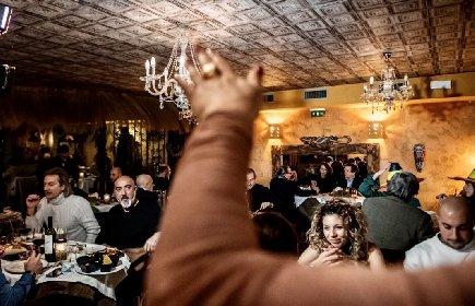 https://www.ragusanews.com//immagini_articoli/19-01-2021/folle-e-ristoranti-aperti-da-nord-a-sud-nuovi-video-in-rete-280.jpg