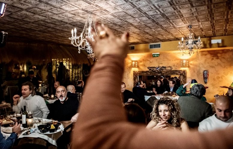 https://www.ragusanews.com//immagini_articoli/19-01-2021/folle-e-ristoranti-aperti-da-nord-a-sud-nuovi-video-in-rete-500.jpg