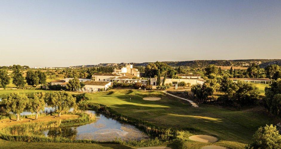 https://www.ragusanews.com//immagini_articoli/19-01-2021/il-monasteri-golf-spa-resort-passa-nella-gestione-di-mira-500.jpg