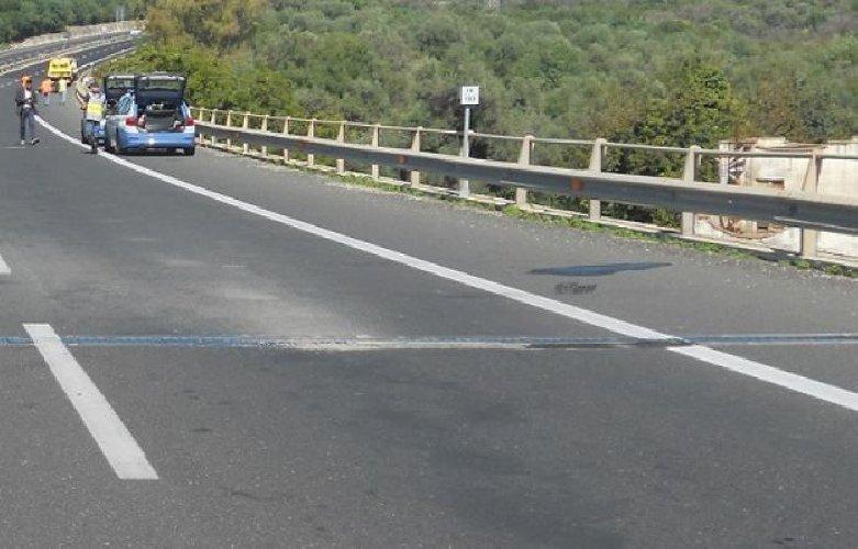 https://www.ragusanews.com//immagini_articoli/19-01-2021/incidente-tampona-auto-muore-automobilista-500.jpg