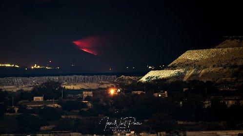 https://www.ragusanews.com//immagini_articoli/19-01-2021/l-eruzione-etna-si-e-vista-anche-da-malta-280.jpg