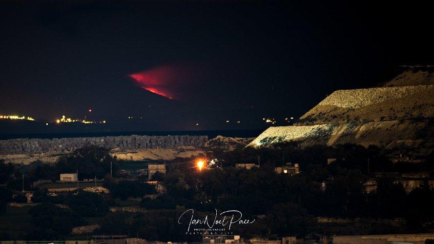 https://www.ragusanews.com//immagini_articoli/19-01-2021/l-eruzione-etna-si-e-vista-anche-da-malta-500.jpg