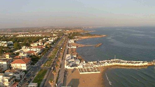 https://www.ragusanews.com//immagini_articoli/19-01-2021/marina-di-ragusa-deserta-la-vista-aerea-dal-parapendio-video-280.jpg