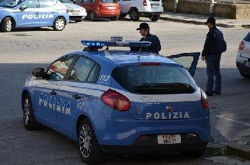 https://www.ragusanews.com//immagini_articoli/19-02-2019/aggredisce-poliziotti-sputi-dichiarandosi-sieropositivo-240.jpg
