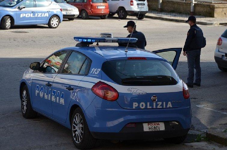 https://www.ragusanews.com//immagini_articoli/19-02-2019/aggredisce-poliziotti-sputi-dichiarandosi-sieropositivo-500.jpg