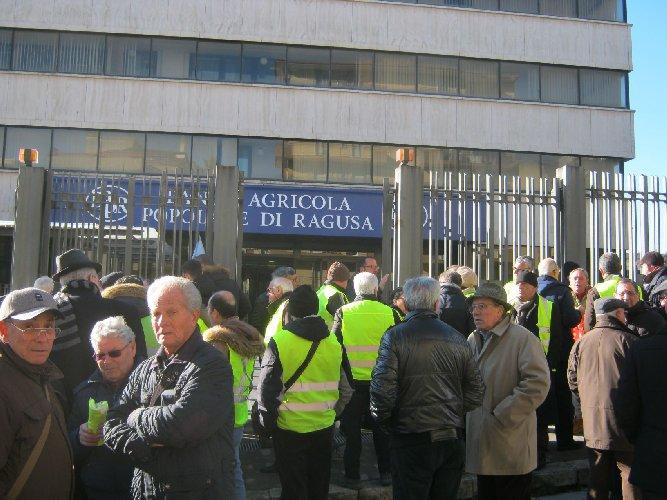 https://www.ragusanews.com//immagini_articoli/19-02-2019/bapr-ragusa-conferma-fondo-solidarieta-azionisti-difficolta-500.jpg