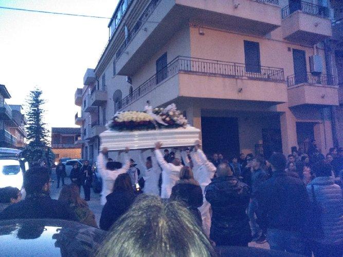 https://www.ragusanews.com//immagini_articoli/19-02-2019/celebrati-funerali-valerio-cafiso-500.jpg