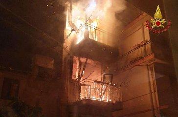 https://www.ragusanews.com//immagini_articoli/19-02-2020/incendio-in-una-casa-a-chiaramonte-gulfi-240.jpg