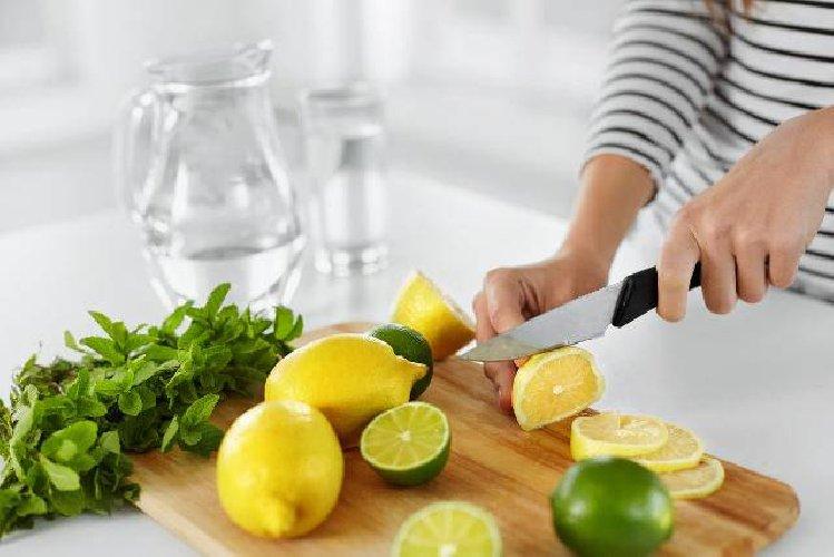 https://www.ragusanews.com//immagini_articoli/19-02-2021/dieta-del-limone-come-dimagrire-in-poco-tempo-i-fianchi-e-la-pancia-500.jpg