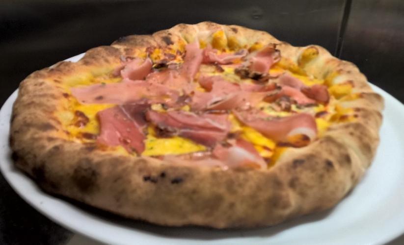 http://www.ragusanews.com//immagini_articoli/19-03-2015/a-scicli-la-pizza-coi-bordi-ripieni-500.jpg