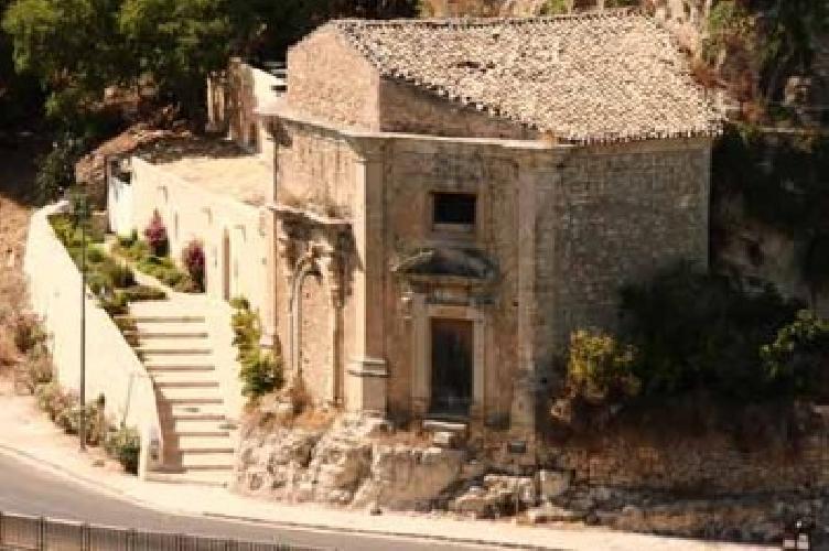 http://www.ragusanews.com//immagini_articoli/19-03-2015/ragusa-comune-compra-chiesa-500.jpg