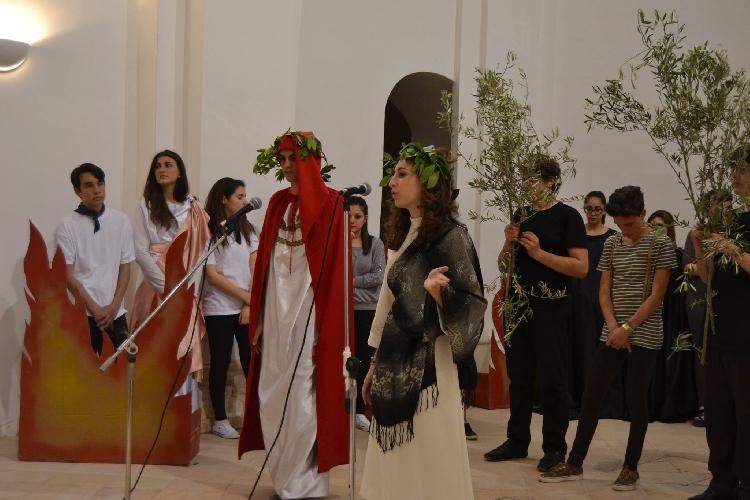 http://www.ragusanews.com//immagini_articoli/19-03-2015/teatro-il-cataudella-premiato-a-cesena-500.jpg