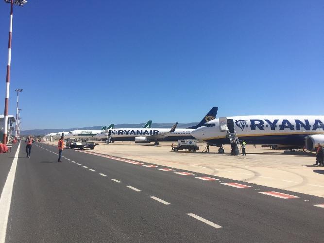 https://www.ragusanews.com//immagini_articoli/19-03-2017/aeroporto-comiso-giornata-particolare-500.jpg