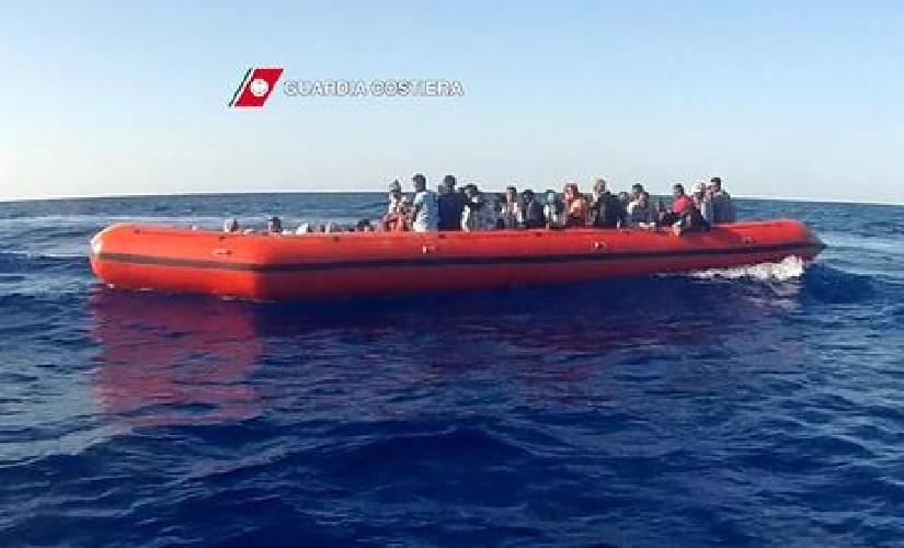 http://www.ragusanews.com//immagini_articoli/19-03-2017/migranti3000-salvati-canale-sicilia-500.jpg