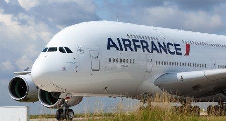 https://www.ragusanews.com//immagini_articoli/19-03-2018/catania-parigi-volo-dopo-anni-240.jpg