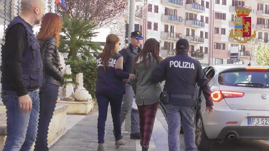 https://www.ragusanews.com//immagini_articoli/19-03-2019/1552984055-rapina-gioielleria-ragusa-arresti-1-500.jpg